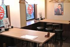 2階フロアには2名様~6名様までのテーブル個室を4部屋完備しています。完全個室なので、お仕事の会食や接待などプライベートを重視されたいお食事にご支持いただいております。落ち着きのある空間で、ゆっくりと天ぷらや地酒をお楽しみください。