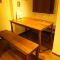 店内奥の4~6名様向けのテーブル席は、どこか隠れ家のような空間に。