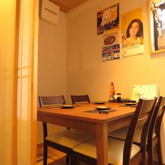 創作居酒屋ふじ野にある唯一のテーブル席の個室です。こちらの個室は2~4名様までご利用可能です!ふすまで完全個室になるので周りを気にせずにゆっくりお過ごしいただけます◎席が埋まってしまう場合が多いのでご来店の際はぜひご予約下さい♪