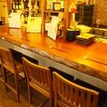 一枚板を使用したカウンター席は、常連のお客様が好まれるお席です。