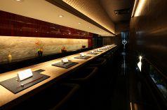 【1階】カウンター席は月替わり会席料理を愉しむ空間。限定11席。カップルやご夫婦のデート利用におすすめ