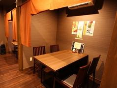 のれんで半個室空間に。落ち着いた雰囲気でお食事をお楽しみください
