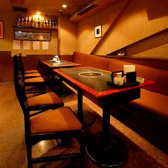 ソファのあるテーブル席は、ご宴会の貸切も対応OK!18名~24名様までご利用可能です。何でもご相談下さい!