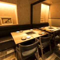 個室は店内奥に4部屋ございます!テーブル席と掘りごたつ席の2種類あり、テーブル席は3名様~最大10名様までご利用可能です◎落ち着いた内装で、ご家族でのお食事や接待にも◎