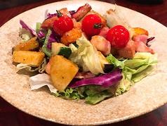 ゴロゴロベーコンと野菜たっぷりサラダ