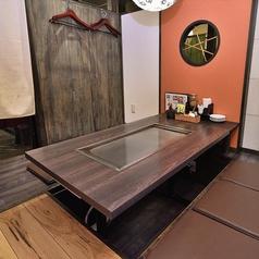 個室の圧迫が少ない開放的な個室です。大切な人達とゆっくり語りあえる空間。3名様以上のご予約承ります。