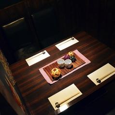 【テーブル半個室・最大4名様】一席のみご用意のテーブル半個室は、2~4名様向けのお席となっております。通路の一番奥・角席となっておりますので、周りを気にせずご利用が可能です。デート利用やビジネス利用に。