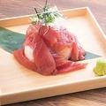 料理メニュー写真【厳選素材】焼津産キハダ鮪のこぼれ寿司