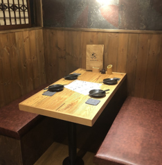 個室ではないですが、店内奥に4名様掛けのボックス席をご用意♪