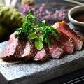 料理メニュー写真肉師が厳選した国産牛特上サーロインステーキ 300g/500g