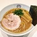 料理メニュー写真豚骨醤油らぁ麺