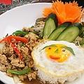 料理メニュー写真鶏バジル炒めご飯《カオカバオガイ》