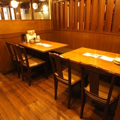 人数に合わせてレイアウト自在なテーブル席◎
