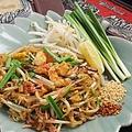 料理メニュー写真タイ米麺焼きそば《パッタイ/パッシーユー》