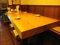 広々としたテーブル席。