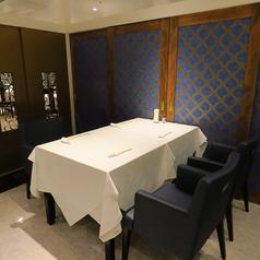 4名個室。個室の扉を取り払えば20名個室になります。