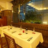 解放感あふれる大きな窓際のお席☆居留地の街並みを見ながらランチでもディナーでもお使いいただけます。