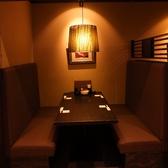 4~6名の暖簾で閉めるテーブル個室(手前)