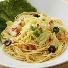料理メニュー写真ベーコンとキャベツのペペロンチーノ