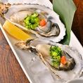 当店の生牡蠣は安心・安全の産地直送を使用しております。広島産や兵庫産など産地により味わいの違う牡蠣をお召し上がりください。