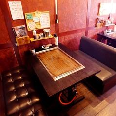 各テーブル席には鉄板が用意されております。常にアツアツの鉄板料理を美味しくいただくことができます!