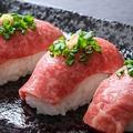 料理メニュー写真馬刺し寿司(三貫)