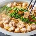 料理メニュー写真【和牛もつ鍋(醤油)】和牛もつの旨味溶け込む醤油出汁のあっさり鍋も大人気◎