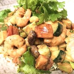 料理メニュー写真海老とアボカドのメキシカンチョップドサラダ