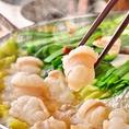 本格博多もつ鍋にはコラーゲンたっぷりのぷりぷり牛丸腸を使用しております。お味は塩、味噌、醤油の3種類をご用意。