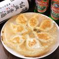 料理メニュー写真パリパリ羽根の大連焼餃子(7個)