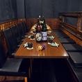 【ロフト席(テーブル席)・最大14名様】8~10名様のご利用に最適の、吹き抜け・半個室空間。周りの席からは独立したスペースですので、グループでのご利用にピッタリ。目の前には大型モニターもありますので、スポーツ観戦も可能です。