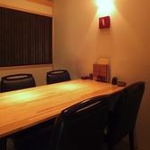 女子会やプライベートな食事会にもおすすめの4名様用テーブル個室。靴を脱がなくていいので女性の方に人気。