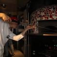 """ナポリピッツァ職人世界大会優勝★統括ピザ職人はナポリで行われたピザ職人大会で優勝をした程の職人!!LOGICのピッツァは本場の小麦粉""""カプート""""を使用した、24時間発酵、熟成の手作りピザ生地とピザ職人が作る本格ナポリピッツァです♪"""