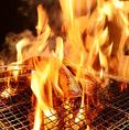 当店ではカツオ以外にも、マグロ、サーモン、牛タン、ランプ肉なども藁で炙ってご提供しております。素材の味をより一層引き立てる調理法としてお勧めです!お酒との相性も抜群で、日本酒を片手にゆったりと飲むも良し、ビール片手に宴会を楽しむも良し!藁焼きで仕上げる様々な食材の旨みをお愉しみください。
