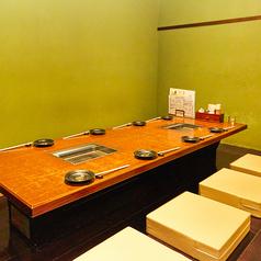 2~8名様までご利用頂ける、くつろぎの完全個室席となっております。カジュアル接待や企業宴会にも最適。お客様にご満足頂ける様に料理や空間はもちろんのこと、宴会のお時間もゆったりご用意致します。