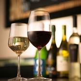 厳選されたワインオーガニックワインから世界各国の代表ワインがズラリ。フランス産オーガニックワインと、イタリア産のワインを取り揃えております。グラスは赤・白・泡系の常時10種以上♪ボトルは50種以上の品揃え。400円~/2000円~