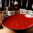 日本酒は「八海山 吟醸」や「緑川 純米」など、話題のプレミアム日本酒から、お値打ち価格のメニューまで幅広くご用意しております。グラスの他、大きな枡や、大杯もありますので、ご宴会や、海外の方とのお食事にご利用くださいませ。日本酒は品切れの場合もありますので、店頭にてご確認ください