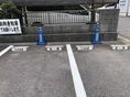 ◆店舗横の専用駐車場4台青いコーンと店名表示してあります