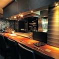 鉄板焼き台前のカウンター席は、シェフの華麗な手さばきを見ながら、普段とは一味違うお食事を楽しんで頂けます!
