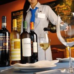 豊富なワインをご用意。スタッフが丁寧にご説明します。