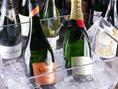 グラス売りのワインも数多くございますので、料理やに合わせて、泡・白・赤・飲み口などマリアージュもお愉しみいただけます。