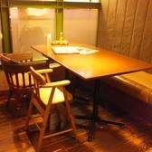 落ち着いた雰囲気のソファーのテーブル席です。半個室になっており、周囲の目を気にせずに寛げます。女子会や誕生日会などにもオススメです。