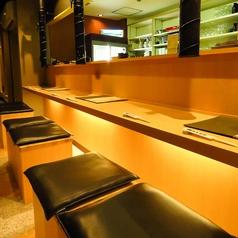 雰囲気抜群のカウンター席はデートや普段使いに◎洗練された上質な空間で七輪焼きはいかがですか?