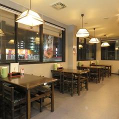 明るく開放的な空間でお食事をゆっくり楽しめる!寛げる空間は、落ち着いた大人の憩いの場所!