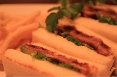 料理メニュー写真飛梅豚のロースカツサンド
