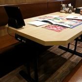 お席は、テーブル席と小上がり席です。脚をのばして、ごゆっくりお食事をお楽しみ下さい。