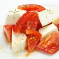 料理メニュー写真トマトとクリームチーズのカプレーゼ