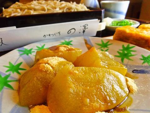 こだわりの手打ち蕎麦やおつまみの数々、大人気の「わらびもち」をぜひ!