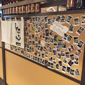 店内にはチェキで撮影された写真がたくさん掲示されています。ご希望があれば撮影した写真をプレゼントしています!