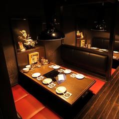 2名~6名様席。会社帰りの飲み会や女子会、ちょっとしたお食事などに最適です。落ち着いた空間で、自慢のもつ鍋をお楽しみ下さい。